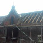 Het verwijderen van de dakpannen